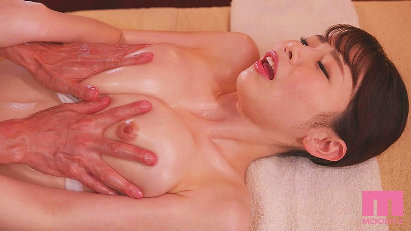 MIDE-827 Studio MOODYZ - Bikini Model's Gorgeous Body In The Throes Of Orgasm, Seduced By An Older Man's Erotic Massage Ibuki Aoi