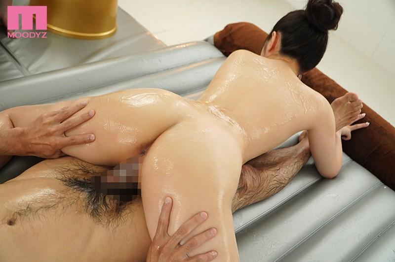 シルキー肌ピュア美少女がドキドキ初挑戦ご奉仕ソープランド 小野六花 4枚目