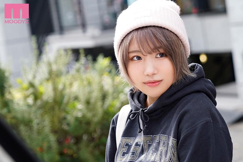 新人20歳店名はちょっと言えないけど高円寺の小さな服屋で働く 少しぽっちゃりだけどオシャレ可愛いショートカット古着屋の女の子AVDEBUT!! 真琴つぐみ 1枚目