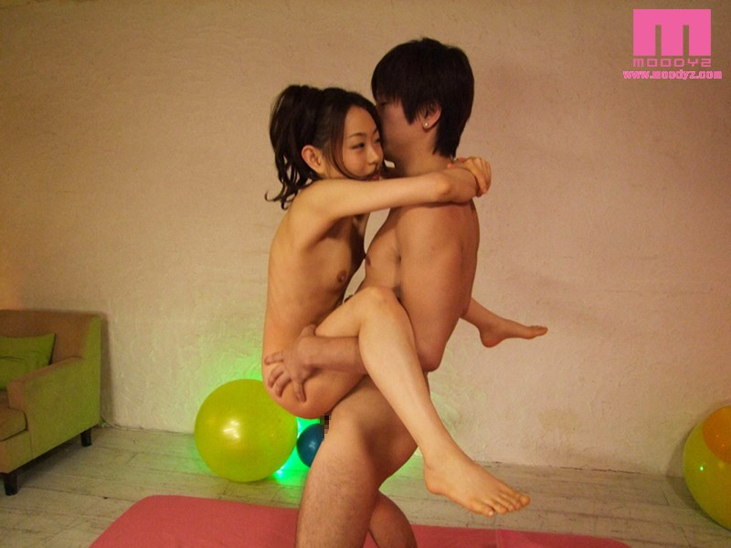 MIGD-406 Studio MOODYZ - 147-cm Petite Virgin Deflowered-Hanami Yuki