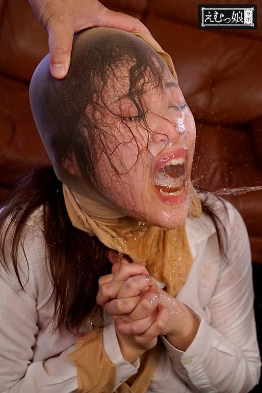 飲尿で喉を責めて欲しいんです。肉便器に自ら立候補 小便がぶ飲み狂乱没頭 某有名大学現代史講師 ノゾミさん 画像7