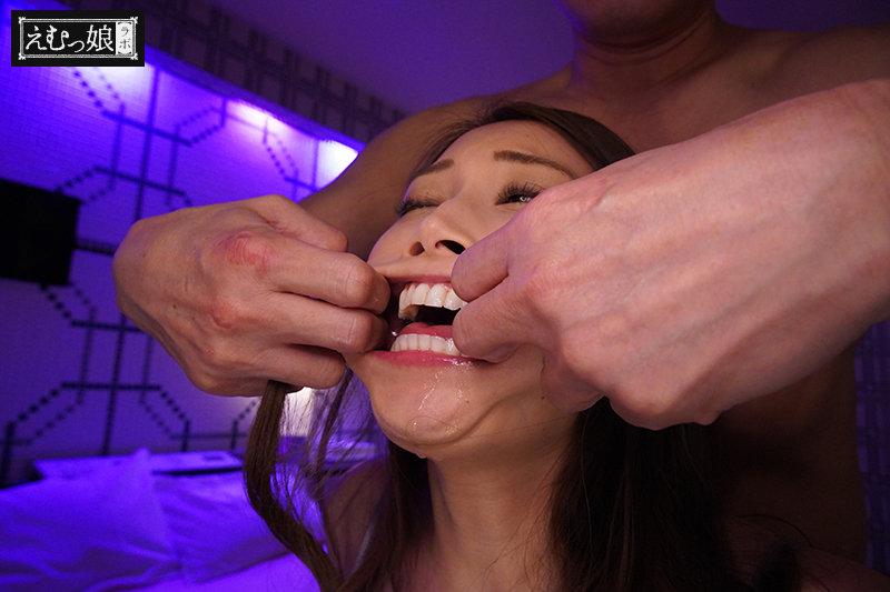 最高級イラマスペシャリスト佐伯由美香さんのプライベート喉奥鍛錬 キャプチャー画像 9枚目