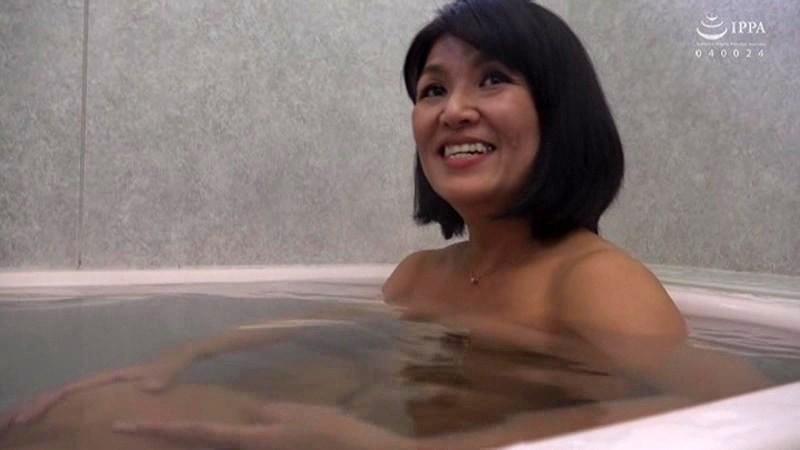 五十路で初撮り ボディビルダーが膣筋鍛えてAVデビュー 湯本千明 画像12