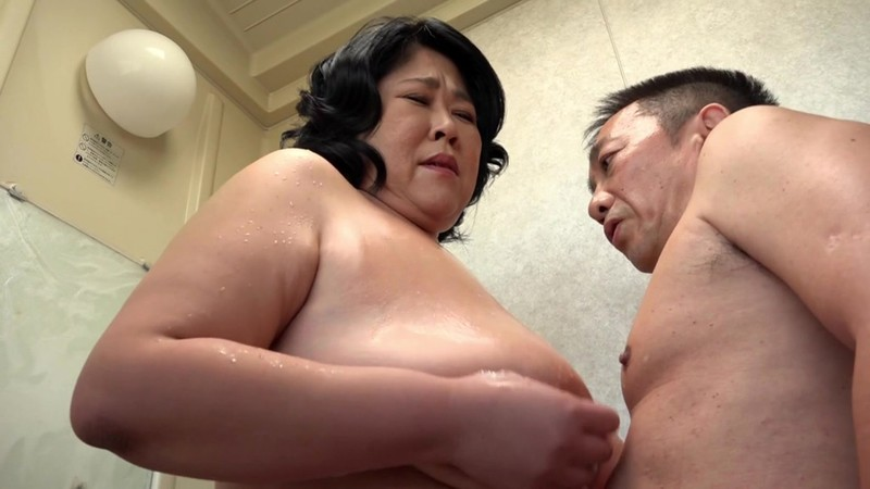 巨大124センチ乳房の五十路妻が潮吹きっぱなしでAVデビュー 野沢ゆかり 画像3