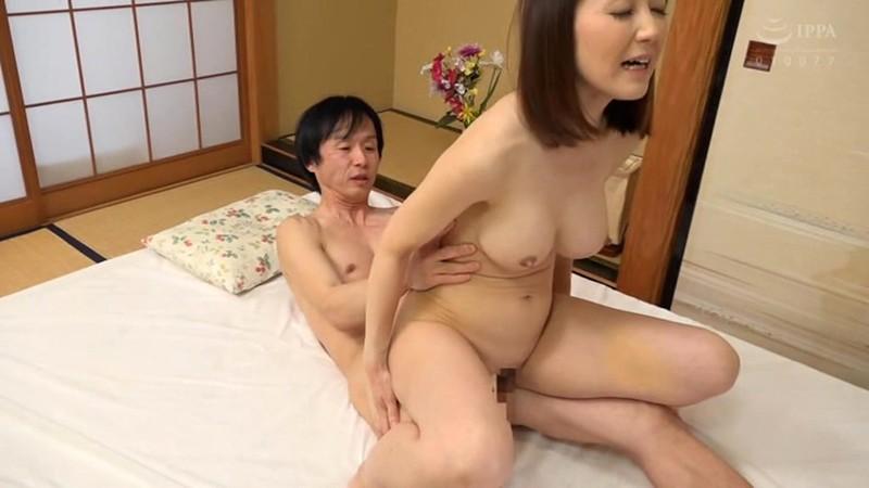 女優のドタキャンでメイクの坂上さんがAVデビュー! 坂上成美 17枚目