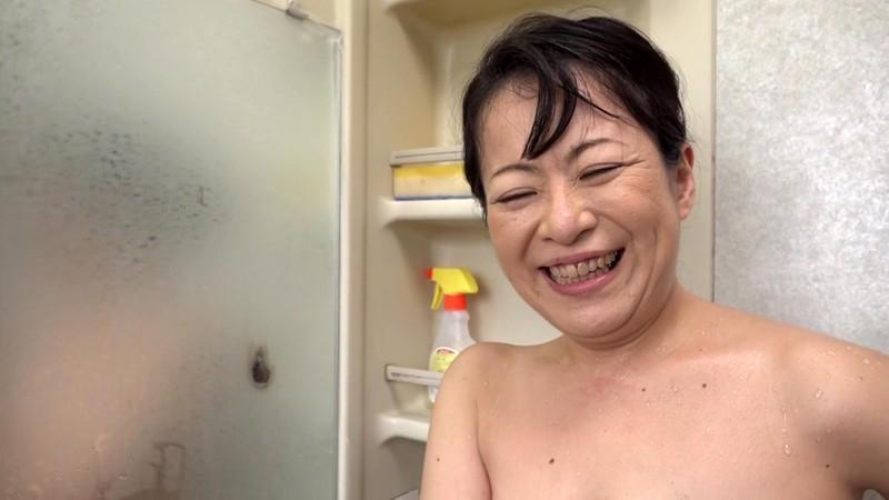 欲求不満のエロ尻五十路妻がAVデビュー! 新田るみ キャプチャー画像 9枚目