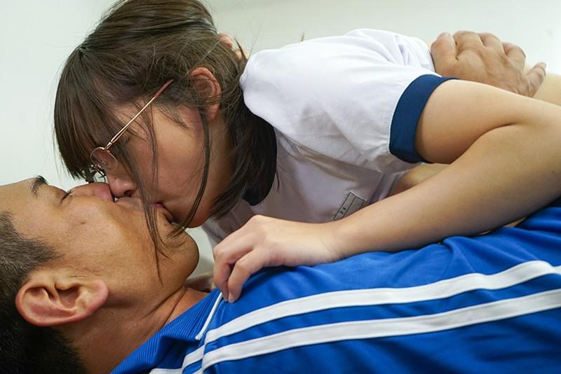 文科系の彼女が脳筋体育教師に寝取られて、誰にでも中出しさせてくれるビッチになってしまった。僕はまだキスもしてないのに… 一条みお 13枚目