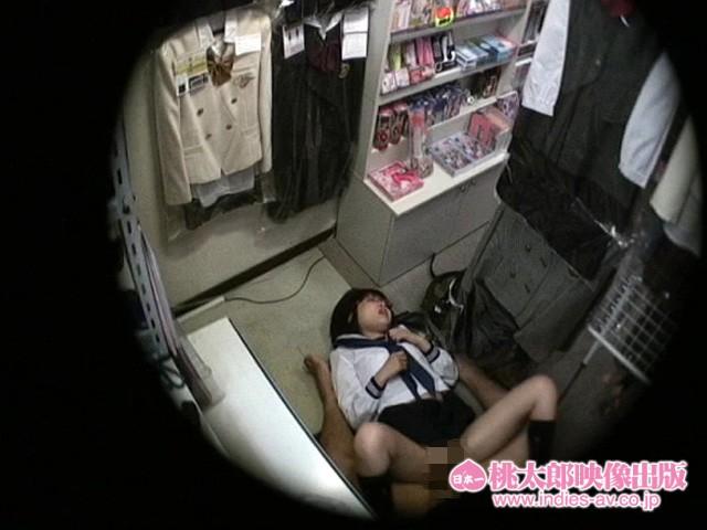 メガネの女子校生美少女の、騎乗位フェラ着エロ無料動画。【女子校生、美少女動画】