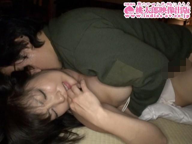 隣に旦那が寝てるのよ...声も出せずに啜り喘ぐ落ちた美人妻10人 の画像1