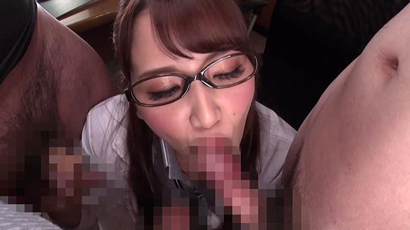 舌をネットリ絡ませて 喉奥深くまで吸い込ませていただきます!究極のチンシャブ&ごっくんで射精の極みを味わえるクリニック 友田彩也香 13枚目
