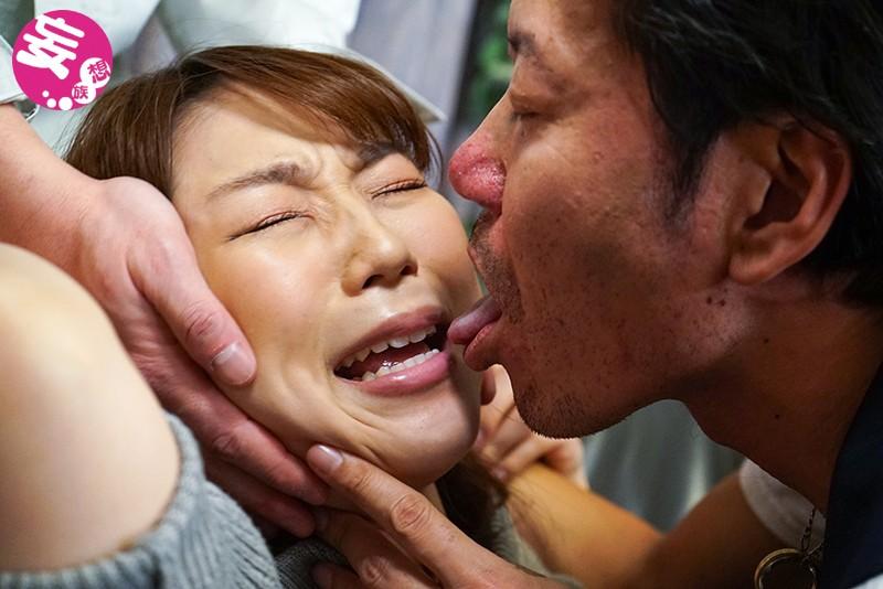 潔癖症だった妻が汗まみれの肉体労働者たちに寝取られて中出し汚便器にされました 八乃つばさ キャプチャー画像 18枚目