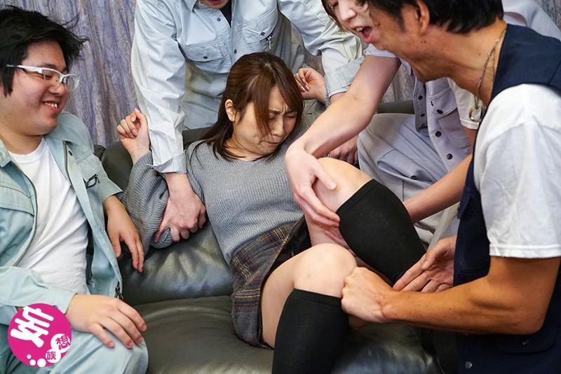 潔癖症だった妻が汗まみれの肉体労働者たちに寝取られて中出し汚便器にされました 八乃つばさ キャプチャー画像 4枚目