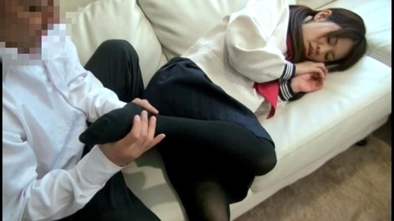 黒タイツを穿いている女子校生の足にすごくムラムラしちゃうんです 画像12