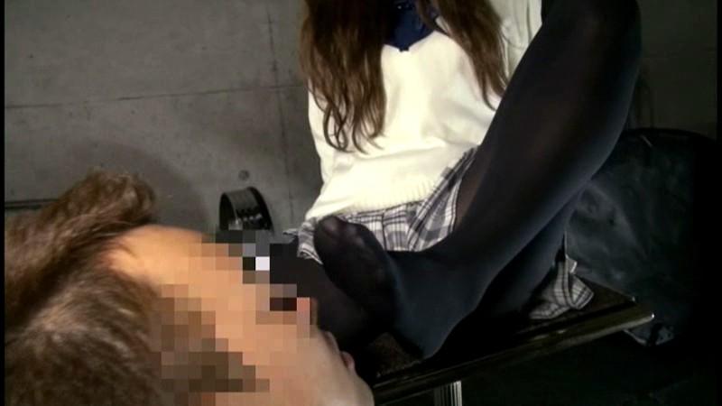 黒タイツを穿いている女子校生の足にすごくムラムラしちゃうんです 画像7