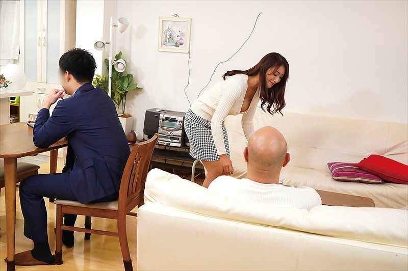 息子の嫁を妄想で寝取る義父 小早川怜子2