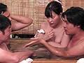 夫婦旅行で訪れた旅館の宴会場で下品な団体客に妻がおしゃくをさせられました… 美谷朱里