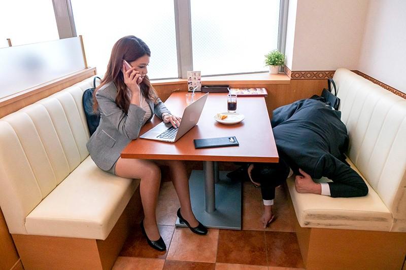 北関東方面への一泊二日の地方出張で会社の経費削減の一環でツインの相部屋で現地泊する事になってしまった女上司と絶倫部下 橘メアリー