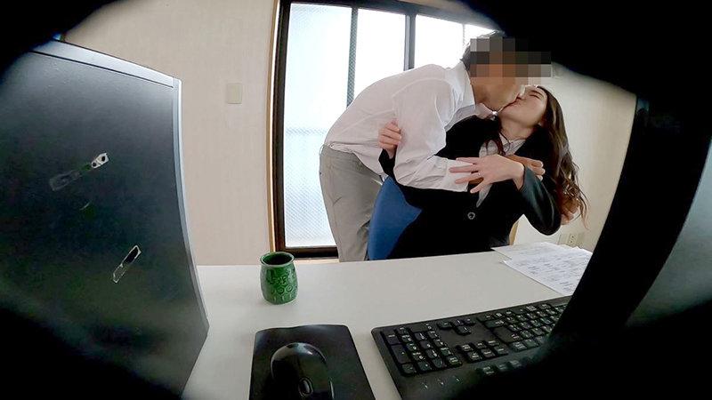 会社の非常階段で妻と同僚がヤっていた!!2 1