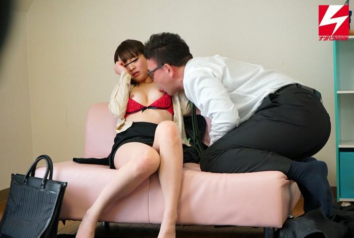 【女子大生】 禁断の男女の関係は密室の中で理性or性欲どちらが勝る!?街で声を掛けた固~い関係の一般男女を2人っきりにしたら、果たして一線を越えてしまうのか…!? キャプチャー画像 1枚目