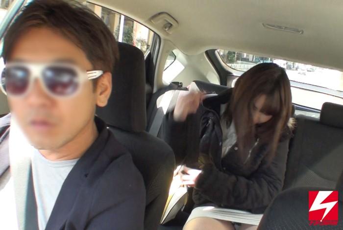 営業無許可のワイセツ白タクシーとは知らず運賃の代わりに、恥じらいながらもパンチラ・マン見せ・フェラチオまでして無賃乗車していった素人女子たち。 画像3