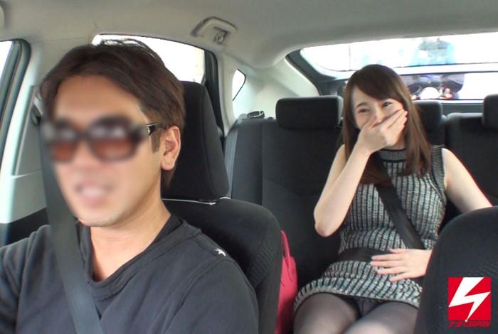 営業無許可のワイセツ白タクシーとは知らず運賃の代わりに、恥じらいながらもパンチラ・マン見せ・フェラチオまでして無賃乗車していった素人女子たち。 画像4