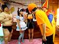 ハロウィン素人中出しナンパ 街角でひときわ目立つ可愛い女子をパーティールームに連れ込んで ノリと勢いで中出しSEX!-エロ画像-7枚目