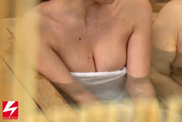 【美少女】 オフィス街で外回り中の男上司と女部下に『日頃、コミュニケーションは取れていますか?良かったら広いお風呂でお互いの信頼関係を深めませんか?』とナンパしたら、仲良くなりすぎてセックスまでしちゃってました。 キャプチャー画像 2枚目