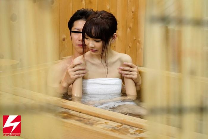 【美少女】 オフィス街で外回り中の男上司と女部下に『日頃、コミュニケーションは取れていますか?良かったら広いお風呂でお互いの信頼関係を深めませんか?』とナンパしたら、仲良くなりすぎてセックスまでしちゃってました。 キャプチャー画像 6枚目