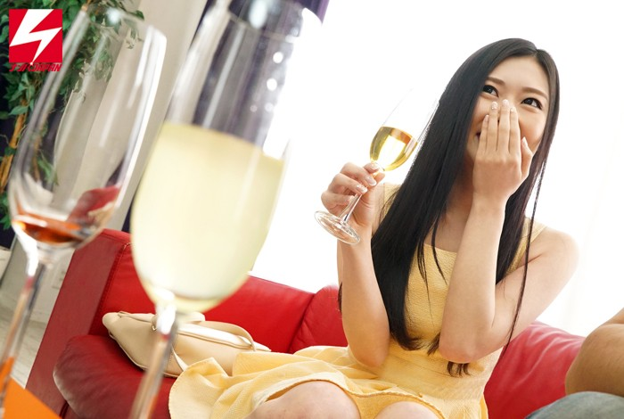 【お姉さん】「スパークリングワインの試飲をしてくれませんか?」お誘いした上品なお姉さまに媚薬入りドリンクを飲ませたら急変してエビ反り絶頂SEXしちゃいました! Vol.1 キャプチャー画像 1枚目