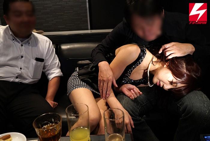 泥酔スレンダーな美少女素人の、寝取られセックスハメ撮り無料H動画!【中出し動画】