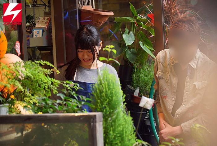 花屋で働く接客が丁寧…