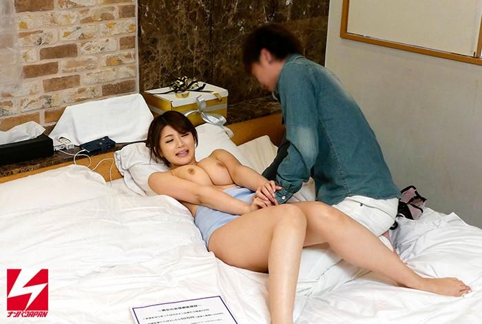 【女子大生モニタリング】スケベな女子大生素人のモニタリング中出し腰フリプレイエロ動画。