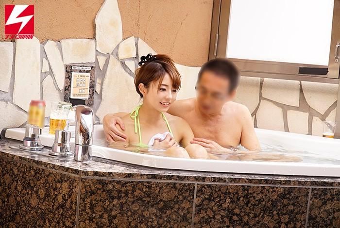 ナンパJAPAN検証企画!「絆を深めるには混浴が一番って知ってましたか?」オフィス街で声をかけた男上司と女部下が二人きりで初めての混浴!但し用意された水着は極小マイクロビキニのみ!場所はラブホテルのジャグジー!新入社員の女性は仕方なく着替えてほぼ全裸状態に! キャプチャー画像 5枚目