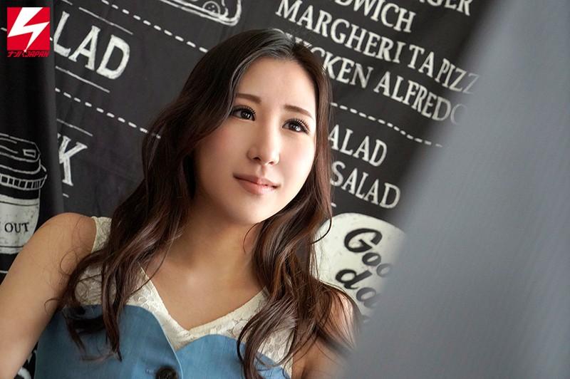 京都にある某一流企業の美人受付嬢えみさん(22歳)Mで有名な大物俳優を月一で骨抜きにしていた 真性痴女AVデビューするまでの48日間密着映像。 ナンパJAPAN EXPRESS Vol.106 1枚目