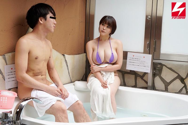 ナンパJAPAN検証企画!「絆を深めるには混浴が一番って知ってましたか?」街で見かけた仕事中の男女が二人きりで初めての混浴体験! 同僚社員編!! 但し用意された水着は極小マイクロビキニのみ! 場所はラブホテルのジャグジー! ポロリおっぱいの誘惑に理性を保つ事はで…1