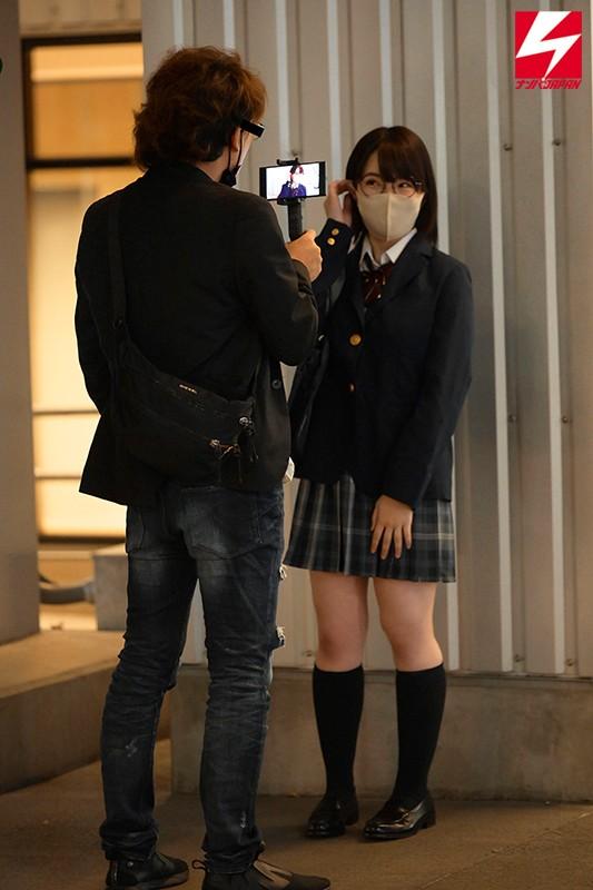 制服巨乳少女ヤリモクナンパ SNSで見つけたカメラマンに写真を撮られたいというキャラがかわいい本屋でバイトする文系女子をホテルに連れ込み巨乳揉みしだきまくりました。1