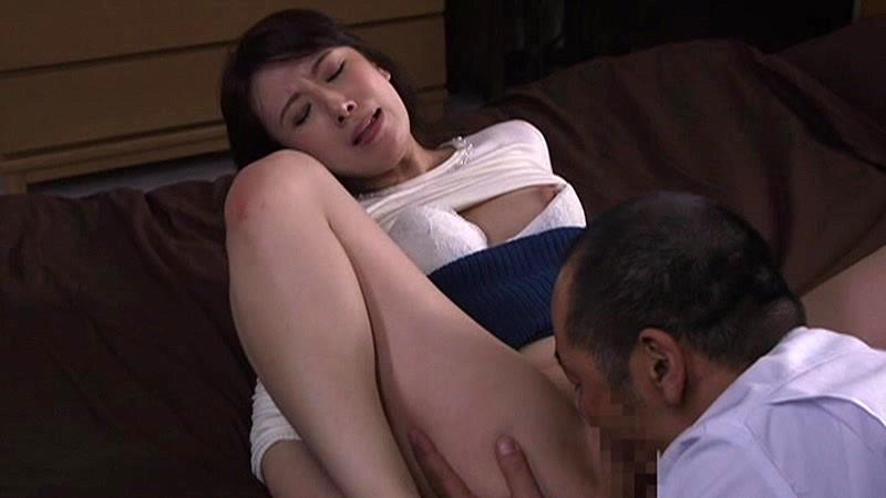 淫乱な人妻の、ベロチュー他人棒寝取られ無料エロ動画!【着エロ、不倫動画】