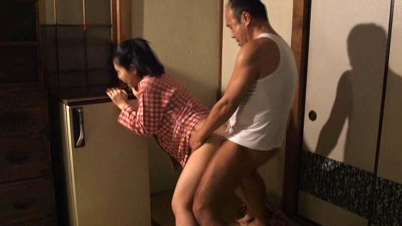 覗き見るムッツリ妻 〜隣の男のサオを見て欲情しオナニーする妻〜 とみの伊織 18枚目