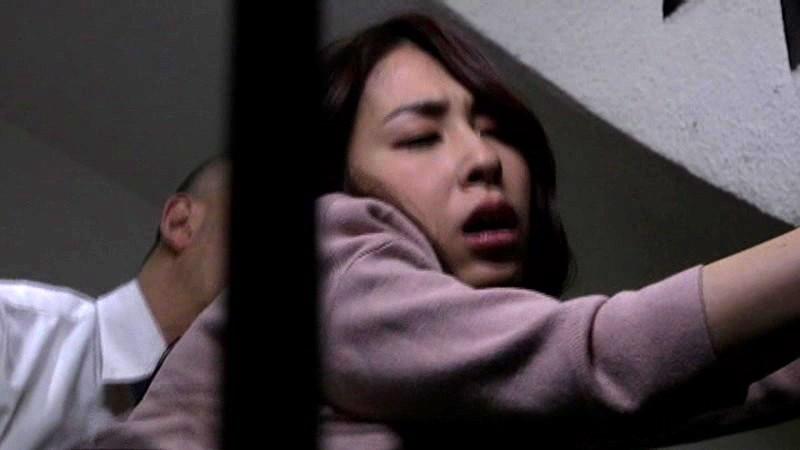 夫の親友と濃厚ファック 〜借金のカタに妻を寝取らせた夫〜 今井真由美 14枚目