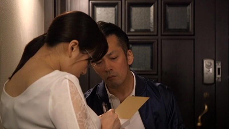 夫のそばで・・妻のおっぱいが揉みくちゃにされる 〜夫しか経験がなかったまじめ妻〜 三島奈津子 12枚目
