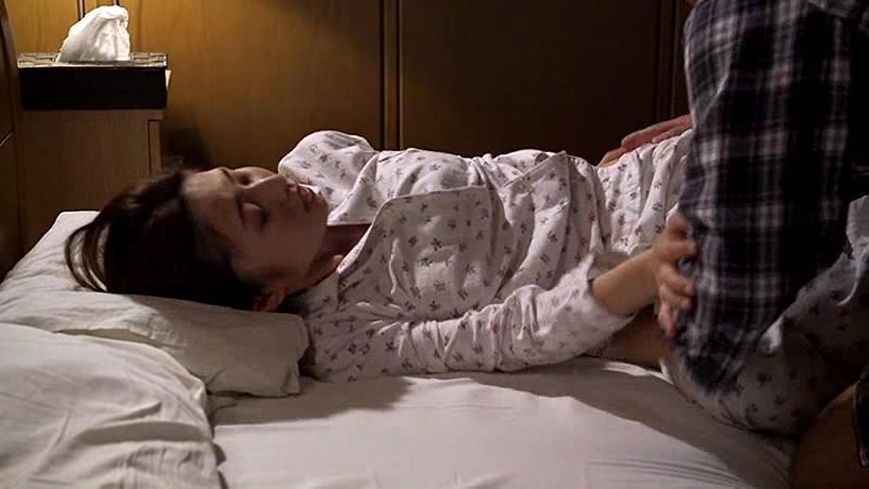 他人棒と妻 妻の寝取られ現場を覗いてしまった50歳夫の性癖 前田可奈子サンプルF1