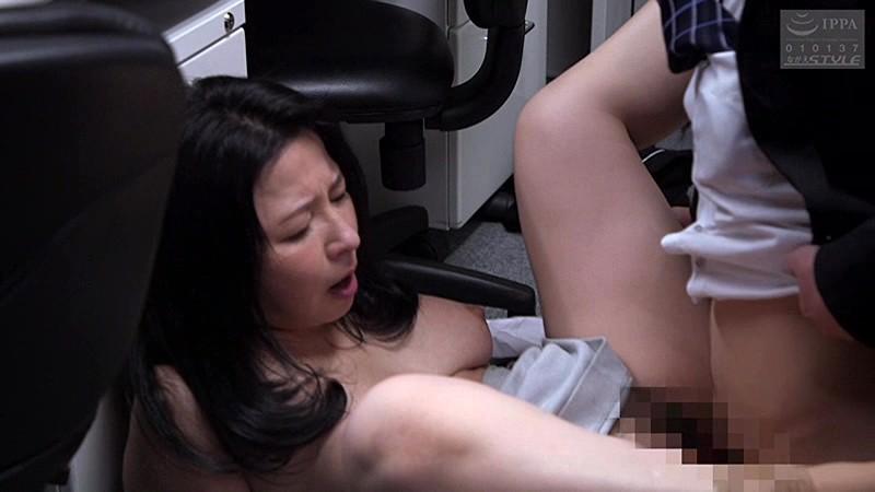 松下美織 潮見百合子 倉本雪音 夫のものより太くて硬い若い竿に妻たちが震える…