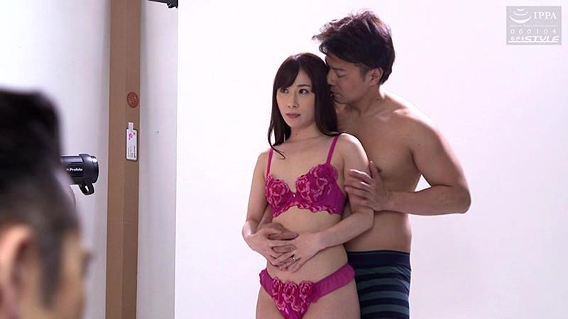 妻を下着モデルにさせました 私以外の男に触れられた妻は簡単に… 橋本れいか 画像3