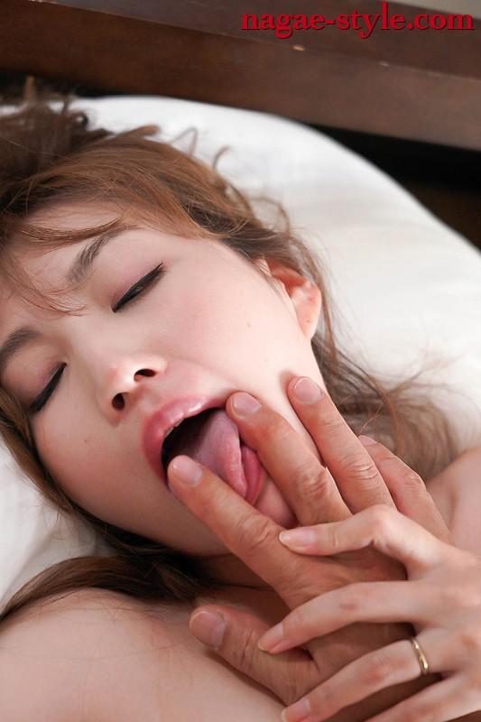 接吻しながら中に出される妻たち 加藤あやの 庄司ゆり奈 画像13