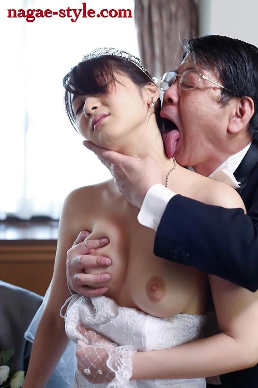 醜いオヤジに妻が舐めまわされた