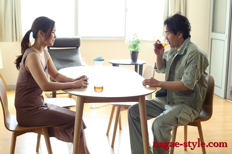 夫以外のもっこりばかり気にしちゃう むっつり妻の誘惑 画像20