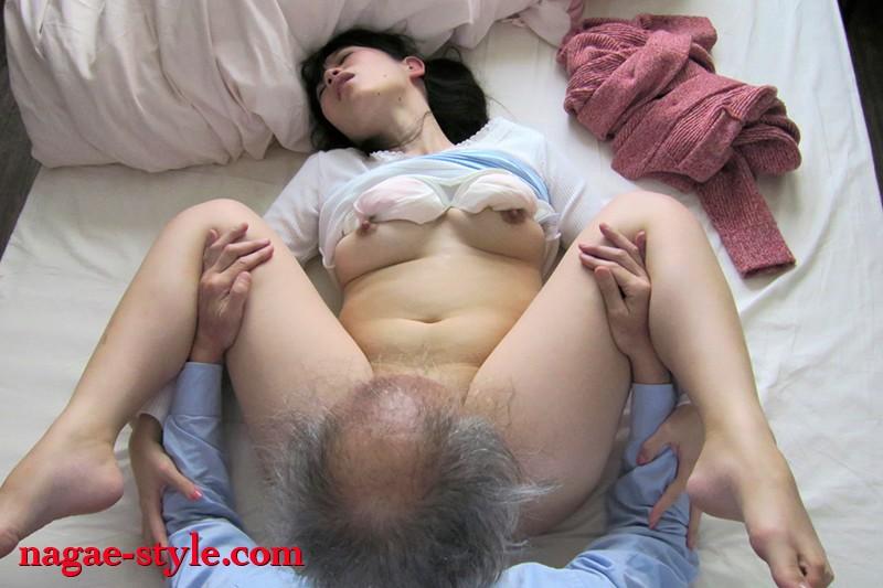 夫以外のもっこりばかり気にしちゃう むっつり妻の誘惑 画像5