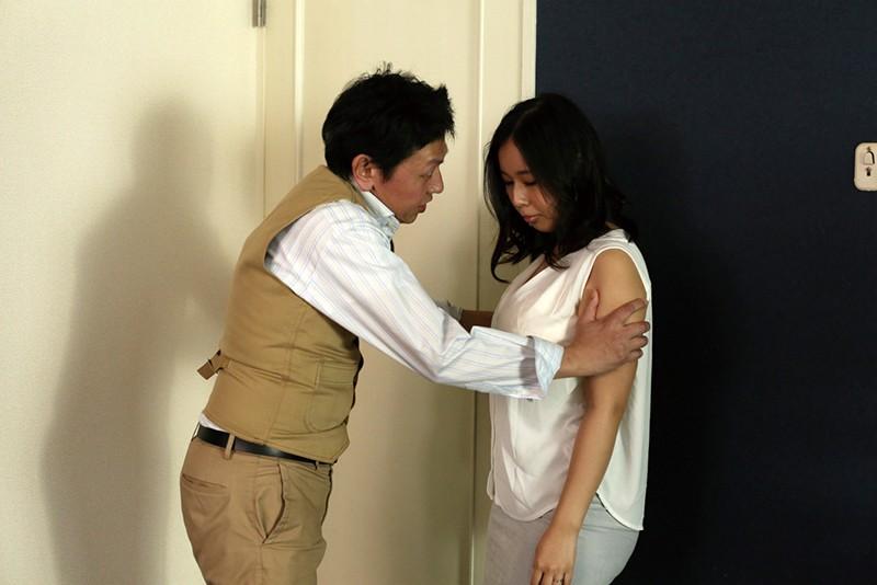 人妻 詩織 下品な大人の接吻 〜嫌いなホストの接吻に負けてアソコを許した妻〜 塚田しおり