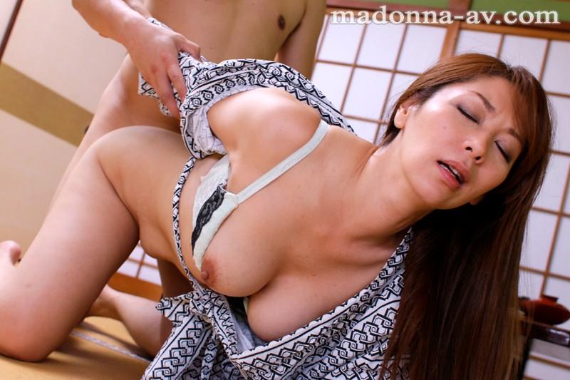 【人妻動画】翔田千里 義ムスコと犯してしまった過ち、なんども繰り返される淫行…
