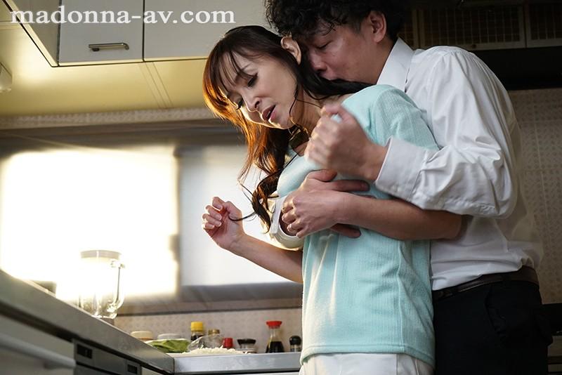 息子の友人と恋人気分 受験の合格祝いに秘密のデート 香澄麗子 画像1